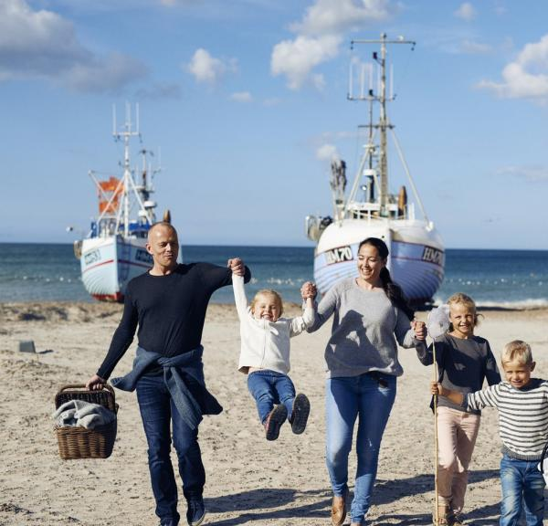 Family-Fishing-Boats-Thorup-Beach